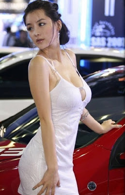 Auto Show Korea: Hot Car Show Girls