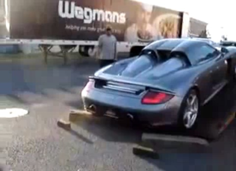 Porsche Carrera GT drops while loading